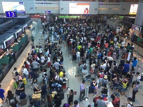エバー航空、42便欠航  CA500人の「天災休暇」申請で  日本線にも影響/台湾
