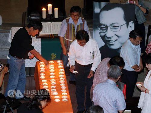 独立派団体が劉暁波氏の追悼会 逮捕された台湾NGO活動家の早期釈放願う