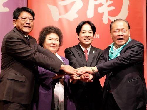 左から潘孟安・屏東県長、陳菊・高雄市長、頼清徳・台南市長、陳光復・澎湖県長