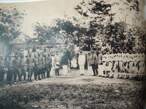 「台東団」(左側)と「能高団」(右側)の選手たち