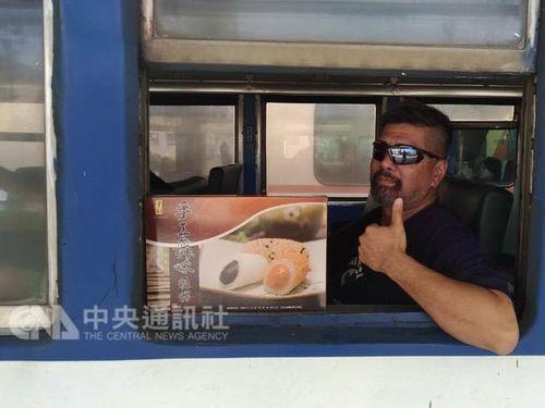 餅の戦闘機持ち込みで波紋… 花蓮の業者、割引で空軍を支持/台湾