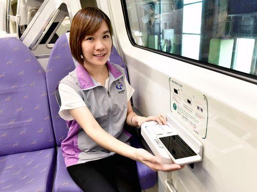 空港線、携帯電話のワイヤレス充電器設置 台湾初