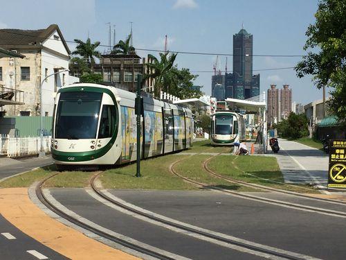 高雄LRT第1期区間、全線試運転始まる 来月末の全線開業目指す/台湾