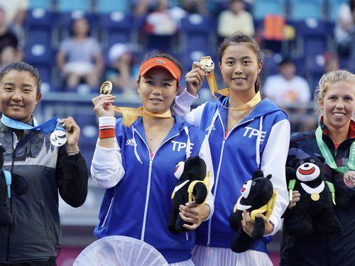 セン詠然(左2)・セン皓晴(右2)