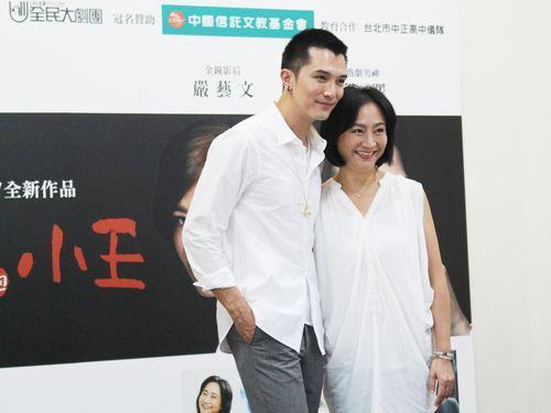 「小三与小王」で共演するロイ・チウ(左)、ヤン・リーイン(楊麗音)