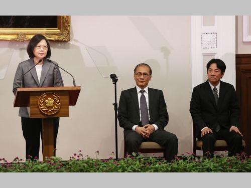 左から蔡英文総統、林全行政院長、頼清徳台南市長