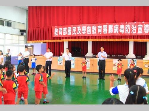 新学期到来  教育部幹部がしまじろうの歌で手洗い呼び掛け/台湾