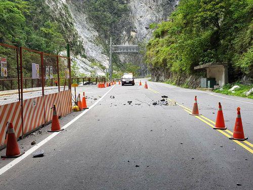 台湾東部の自動車道で落石事故 日本人男性が意識不明の重体