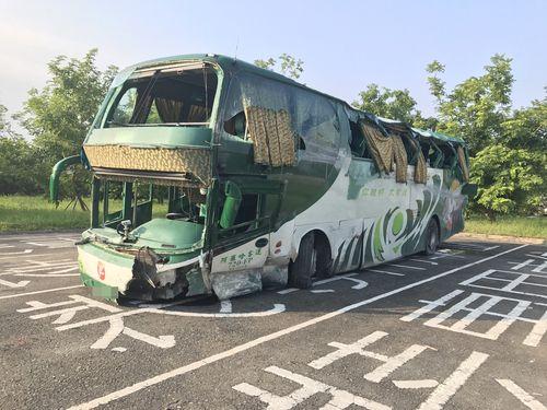 高速バスがガードレール衝突  6人死亡、11人けが/台湾・高雄
