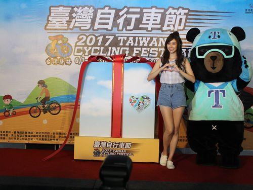 左からラン・チャン、オーション=台湾サイクリングフェスのフェイスブックページより