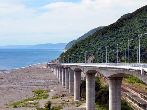 南東部の海沿い走る高架道路が来月開通へ  眼下に絶景広がる/台湾