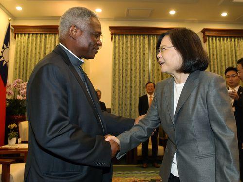 蔡英文総統、バチカン高官と会談 法王の台湾訪問に歓迎の意