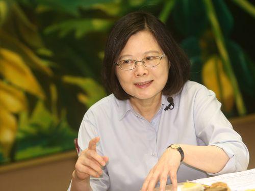 """蔡総統インタビュー  """"台湾独立""""関連発言の行政院長に「分別あるはず」"""