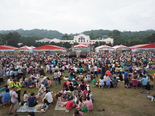 2000人余りが参加  野外で茶を楽しむ=台湾・南投で茶の博覧会