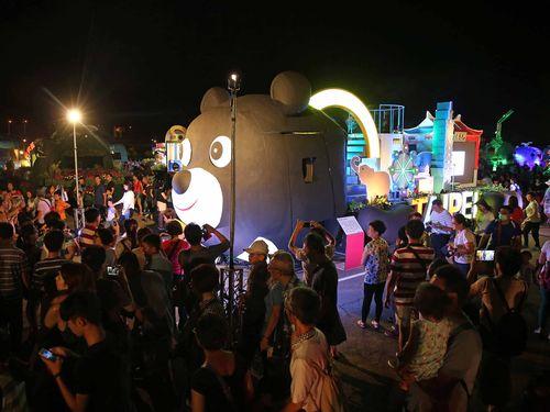 国慶節当日に見逃した人はぜひ!台北市内で46台のフロート車を展示/台湾