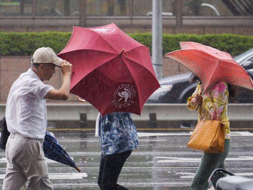 東部や屏東は豪雨に要警戒 中部以北、雨足次第に弱まる見込み/台湾