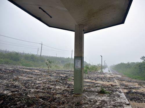 東部・台東 豪雨で土砂が線路に流入 乗客2000人に影響/台湾