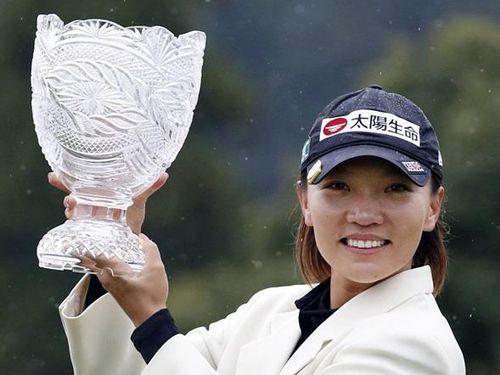 <女子ゴルフ>台湾のテレサ・ルーが逆転優勝 富士通レディース