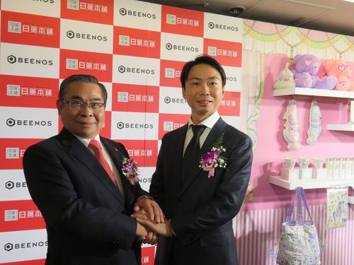 左から日薬本舗の謝徳璋董事長、BEENOSの直井聖太社長