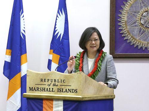 マーシャル諸島の国会で演説する蔡英文総統