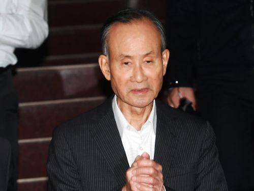 約20億円もの保釈金を納付し台北地裁を後にする趙藤雄氏