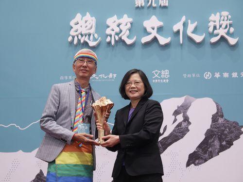 同性婚合法化を目指すLGBT活動家、総統文化賞を受賞/台湾