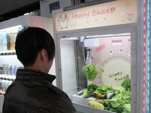 景品は生野菜! ユニークなクレーンゲームが話題に/台湾・鹿港