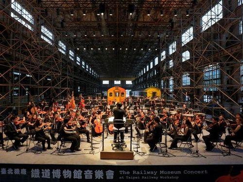 古い鉄道車両をめでながら楽しむ音楽会 JR東日本の583系も登場/台湾