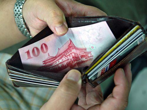 台湾の被雇用者、平均月給は約14万5000円=主計総処