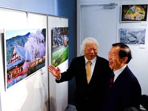 左から劉俊茂氏、謝長廷代表