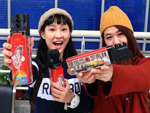 左から陳捷ヨさん、黄靖ブンさん=台湾鉄道故事館提供