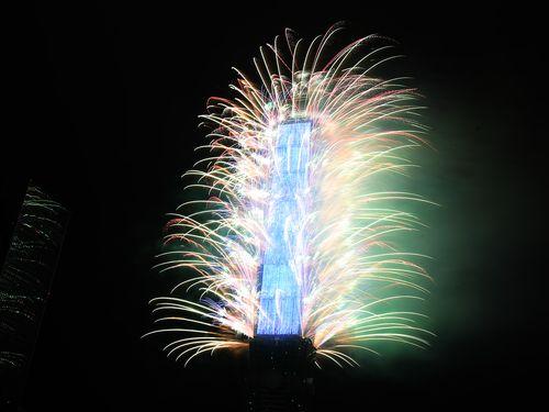 台北101の新年花火、映像と花火で台湾らしさを表現  過去最長の6分間