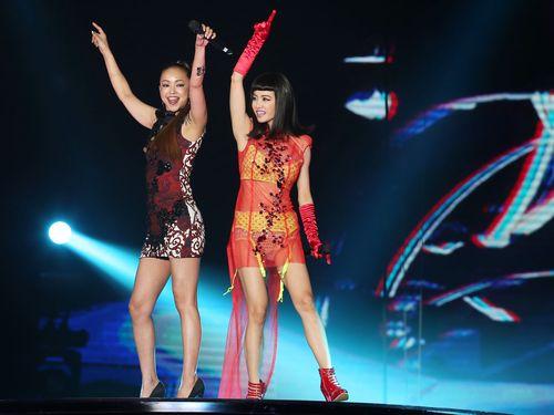 安室奈美恵(左)とジョリン・ツァイ
