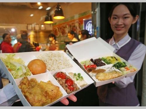 新発売のタイ風弁当(左)と五色野菜弁当