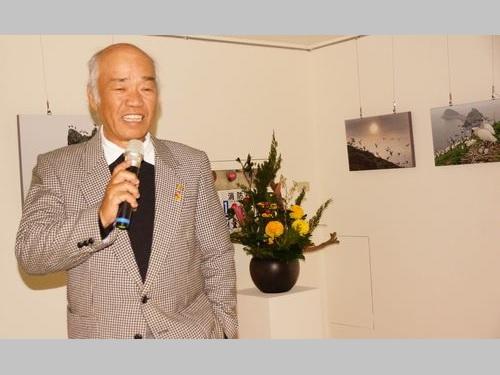 開会式で撮影のエピソードを明かす王徴吉氏