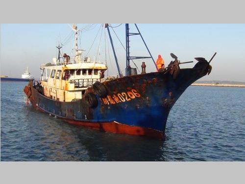 金門周辺海域で拿捕された「ビン龍漁0206号」=海岸巡防署提供