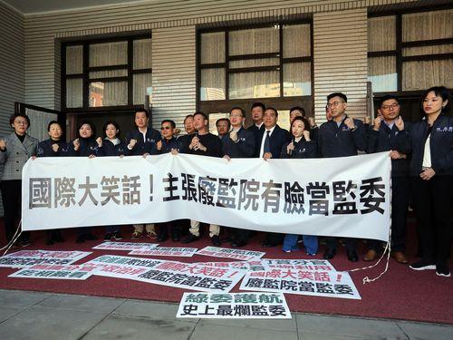 監察委員の同意権投票  国民党議員が反発  ブース倒す/台湾