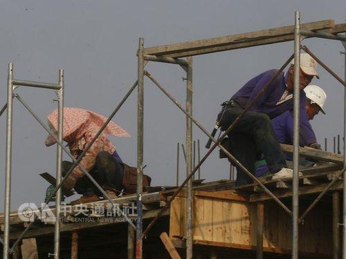 労働基準法再改正  最大12日間勤務が可能になる「特例」は15業種/台湾