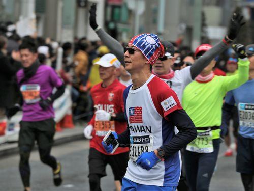 東京マラソンに出る台湾人ランナー(手前)
