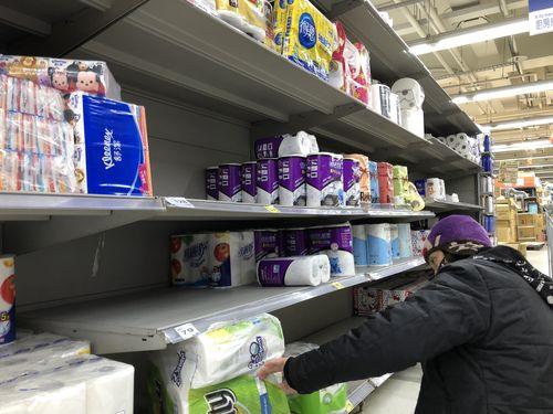 トイレットペーパーの買い占めに走る台湾の消費者