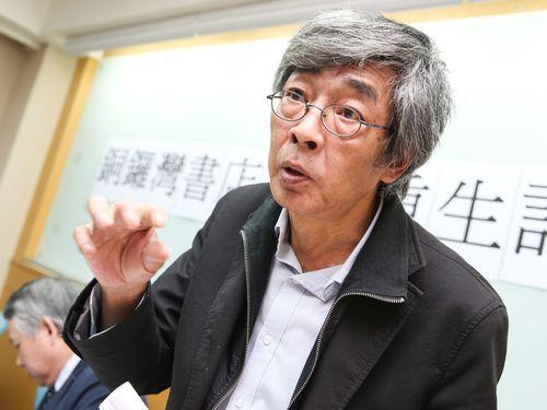 銅鑼湾書店台湾店の進捗状況を説明する林栄基氏