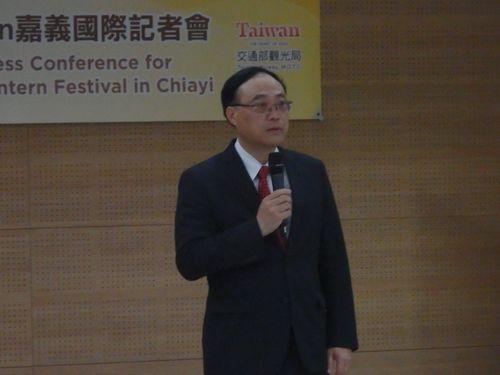 嘉義県内で開かれた台湾ランタンフェスティバル国際記者会見に出席する周永暉観光局長