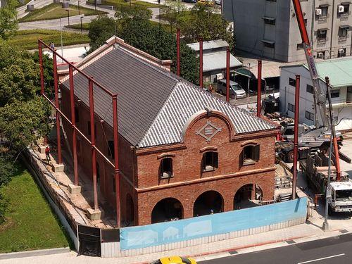 外壁と屋根の部分が修復完了した台北市の歴史的建造物「三井倉庫」