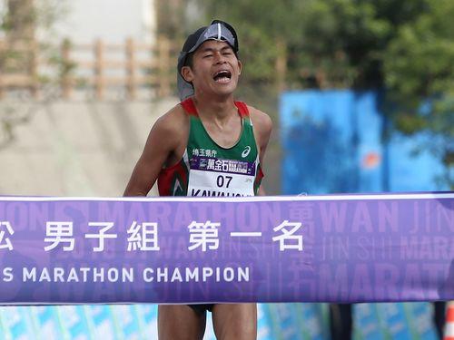 「新北市万金石マラソン」の男子フルマラソンで優勝した川内優輝選手