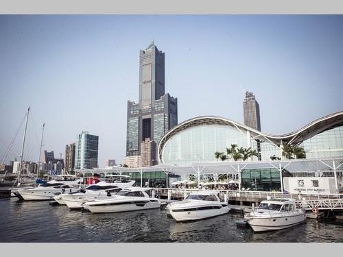 「台湾国際ボートショー」の会場付近に停泊するクルーザー=台湾貿易センター提供