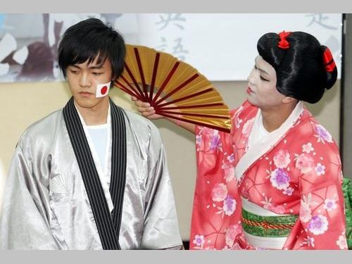 日本語で寸劇を披露する台湾の高校生=資料写真