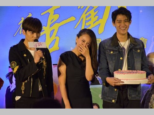 台湾映画「有一種喜歓」のプレミアイベントに出席する(左から)ビー、ワン・ユーホイ監督、ディノ・リー