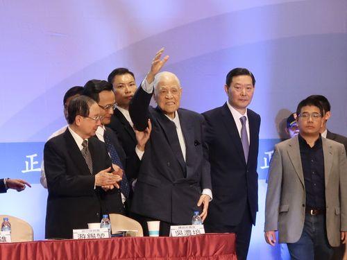 政治団体「喜楽島連盟」の発足記者会見に出席する李登輝元総統