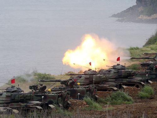 中国大陸軍の上陸を阻止する漢光33号演習の様子=2017年