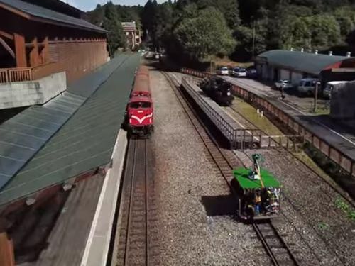 阿里山森林鉄道の撮影に使われるトロッコ=グーグル台湾のユーチューブチャンネルより
